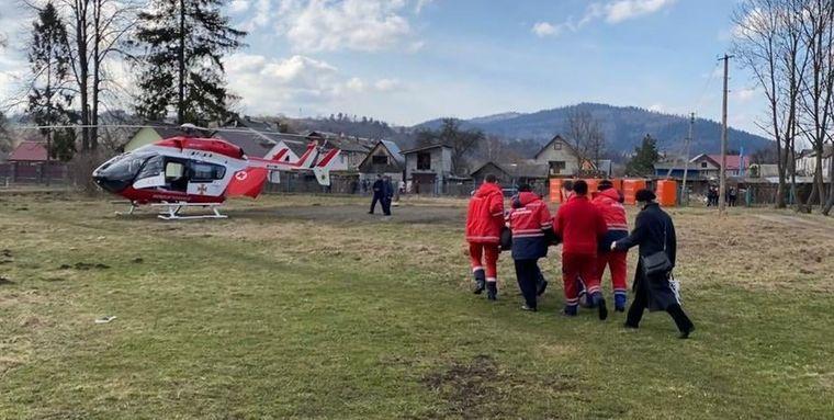 В Україні вперше провели цивільну евакуацію пацієнта до лікарні гелікоптером