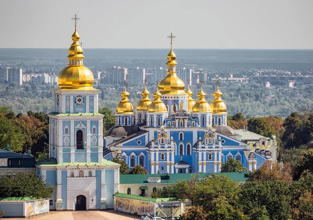 Благодатний вогонь доставили в Михайлівський собор Києва