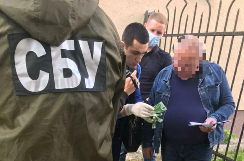 На Буковині на хабарі затримали адвоката