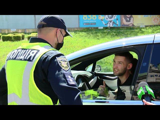 Пристебувати пасок – не опція: у Чернівцях поліцейські перевірили водіїв на дотримання ПДР