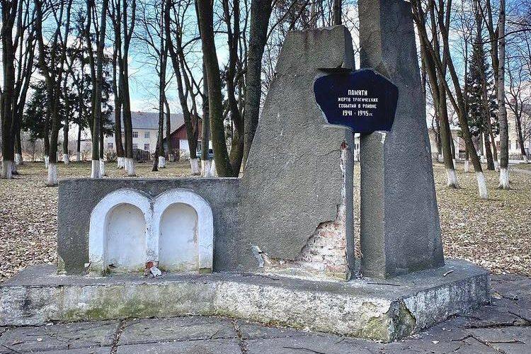 У Глибоці демонтували пам'ятник жертвам Другої світової війни