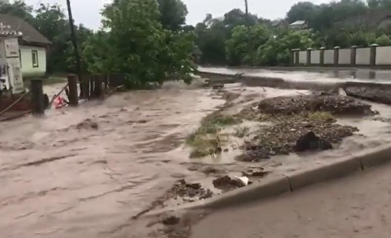 Негода на Буковині:  зруйноване покриття 9 мостів та підтопило 80 житлових будинків