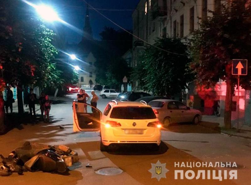 Стали відомі подробиці нічної ДТП у Чернівцях на розі вулиці Вільде та Братів Руснаків