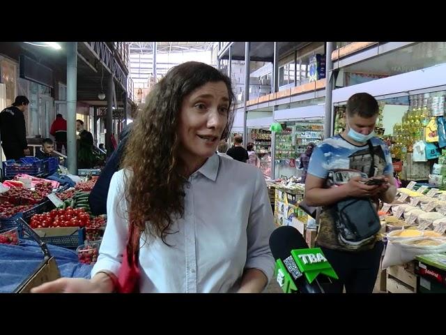 Розкладаються більше 100 років: чи готові чернівчани робити закупи без пластикових пакетів