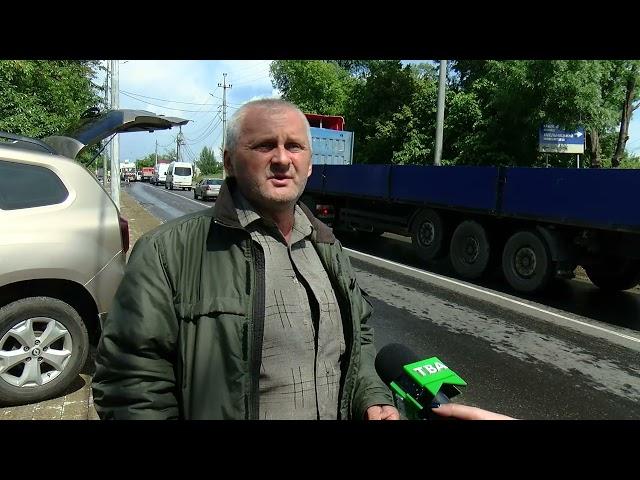 Понищені тротуари та проблемна зливна система. Жителі вулиці Хотинської скаржаться на якість ремонту