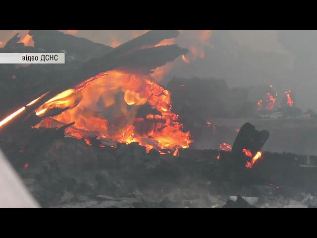 У Чернівцях по вулиці Лесина виникла пожежа на території приватного підприємства