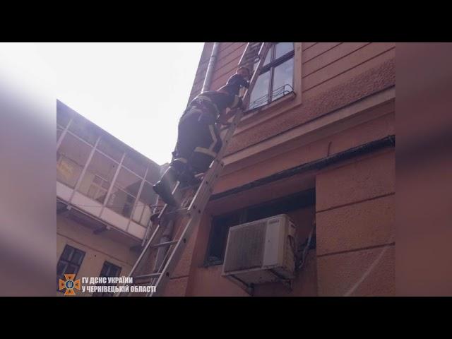 Евакуювали 20 осіб: упродовж вихідних рятувальники ліквідували 10 пожеж на Буковині