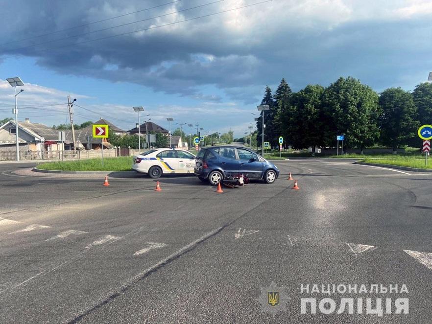 На Буковині правоохоронці розслідують ДТП з потерпілими: 2 підлітків госпіталізували