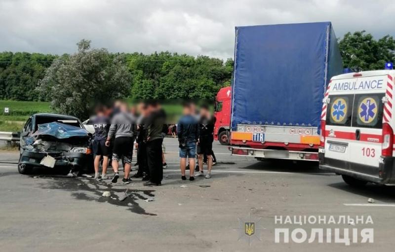 Стали відомі подробиці ДТП поблизу Чернівців
