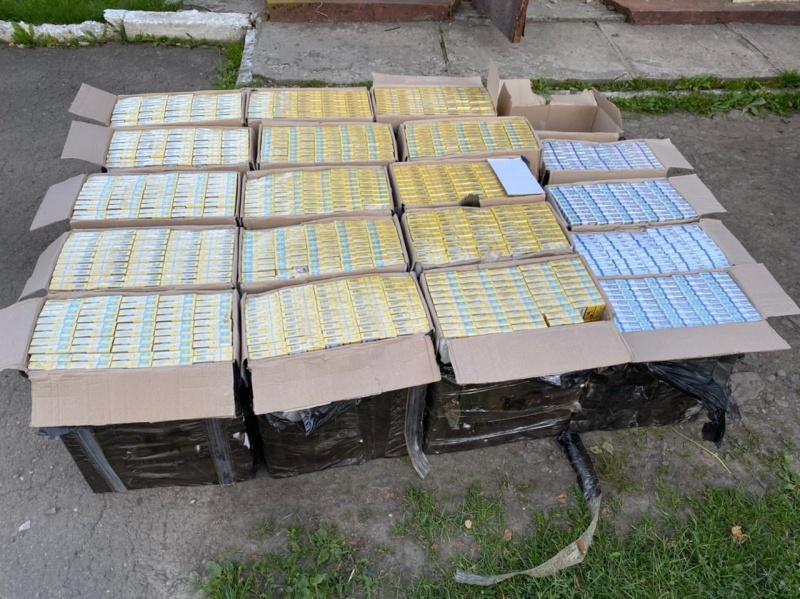 Буковинські прикордонники затримали підлітка: ніс до кордону цигарки