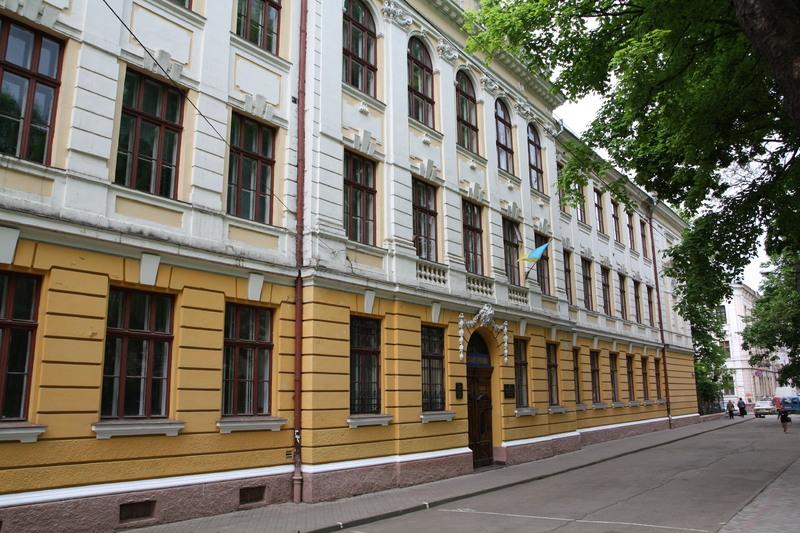 У Чернівецькій міській раді пояснили, навіщо школи у місті перейменовують