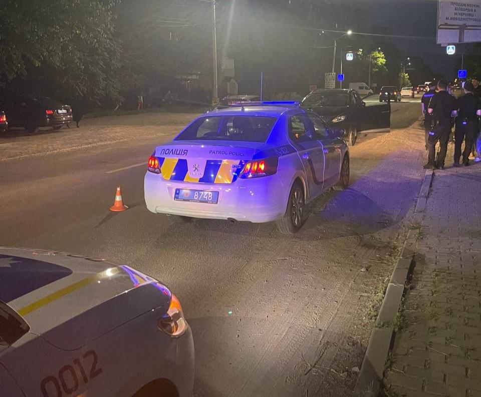 На вулиці Руській трапилась ДТП: автомобіль наїхав на пішохода