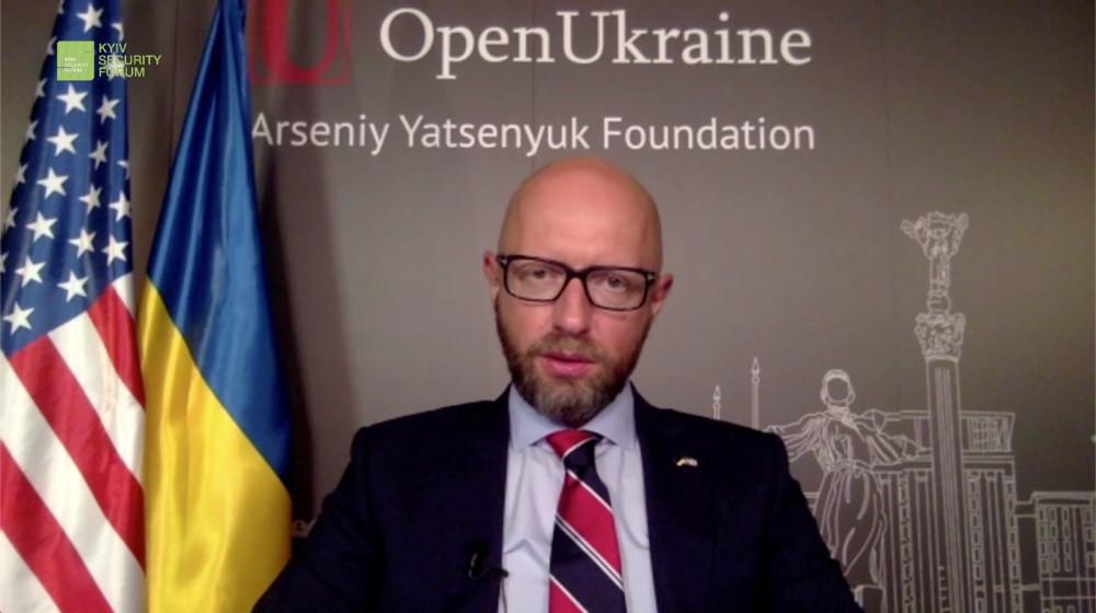 Головне – щоб була «хімія» між Україною і США – Арсеній Яценюк на дискусії КБФ