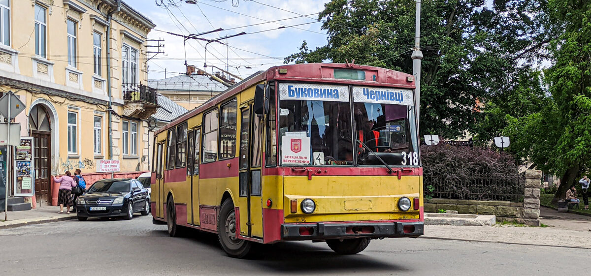 У Чернівцях тролейбуси №1, 2, 4 та 8 ще один день курсуватимуть до резиденції