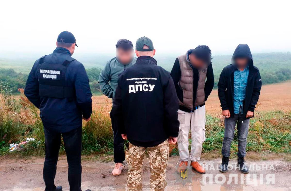 Перевозив іноземців до Румунії: буковинські правоохоронці розпочали кримінальне провадження